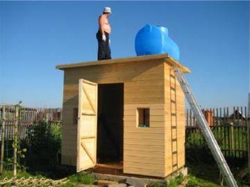 Дачный душ с раздевалкой деревянный