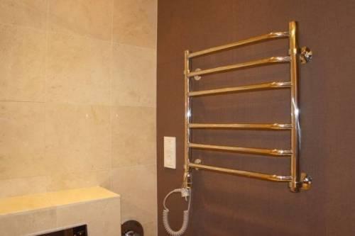 Как поставить полотенцесушитель в ванной