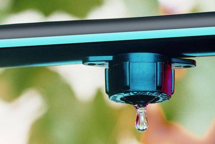Капельный полив своими руками из подручных материалов