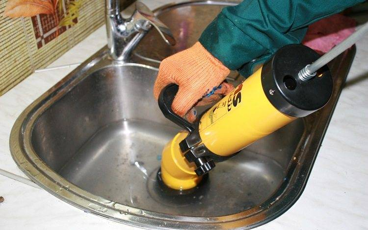 Прочистка канализационных труб в квартире
