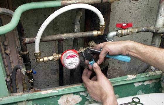 Как поставить счетчики на воду в квартире