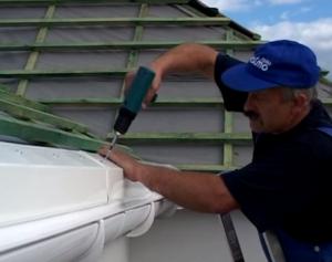 Как закрепить отливы на крыше
