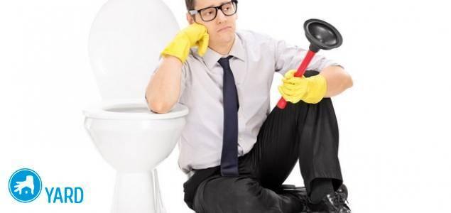 Чем прочистить засор в туалете