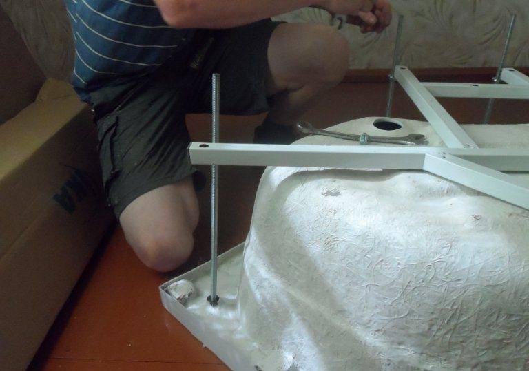 Как заделать трещину в поддоне душевой кабины