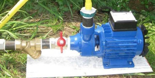 Маленький насос для перекачки воды