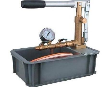 Ручной насос для опрессовки системы отопления
