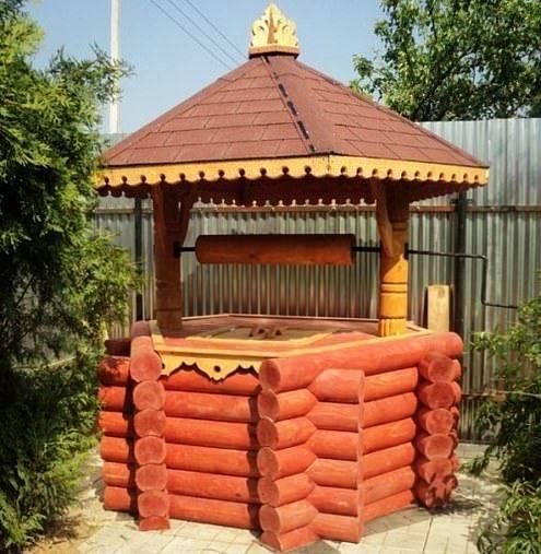 Домик для колодца из бревна