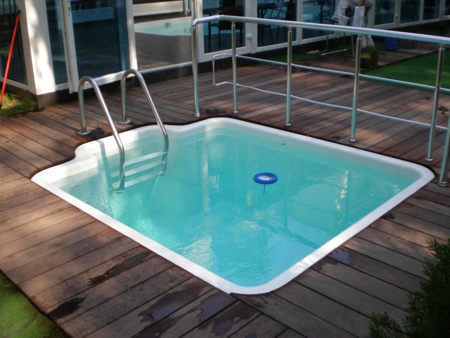 Пластик бассейн
