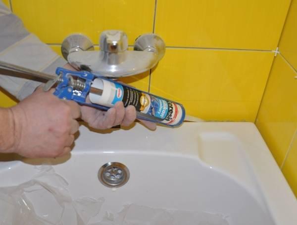 Как промазать герметиком ванну