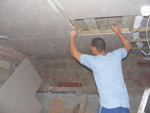 Порядок утепления потолка в деревянном доме