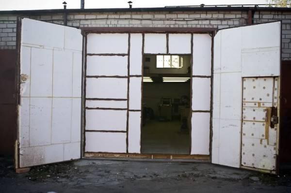 Чем утеплить гараж изнутри недорого