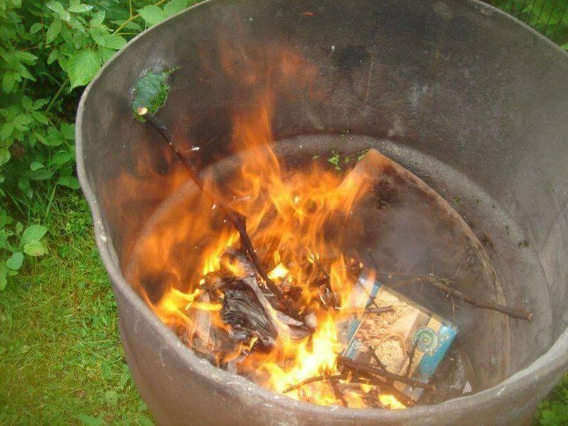 В чем сжигать мусор на даче
