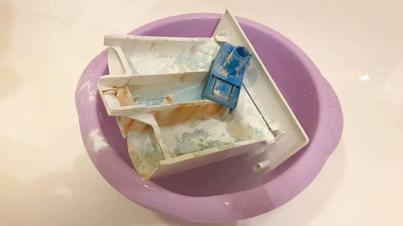 Чем почистить стиральную машину от запаха