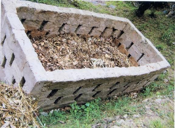 Как построить компостную яму своими руками