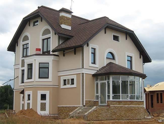 Отделка фасада дома пенопластом и штукатурка