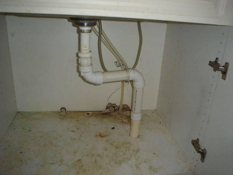 Почему в квартире пахнет канализацией