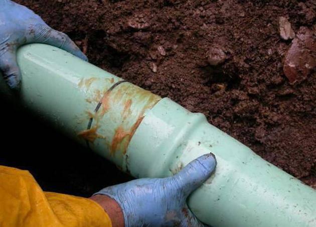 Как проложить трубы канализации в частном доме