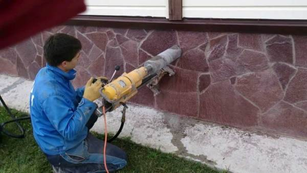 Как сделать отверстие в фундаменте под канализацию