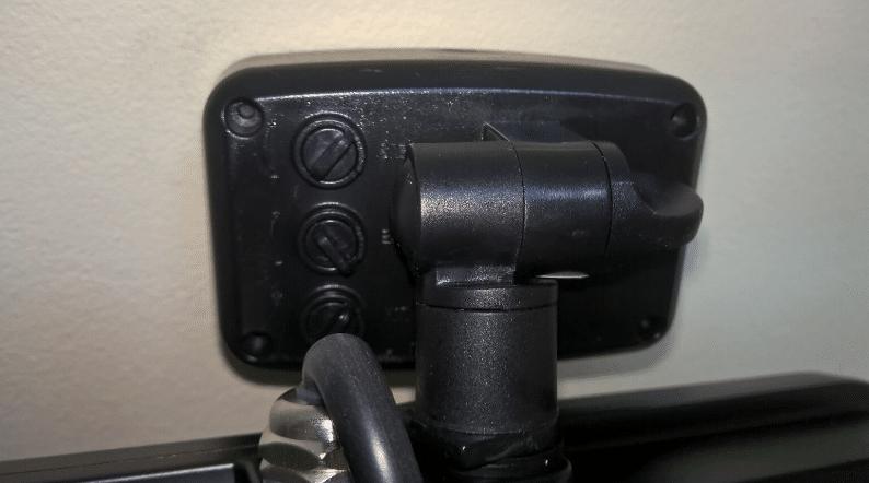 Как подсоединить датчик движения к прожектору