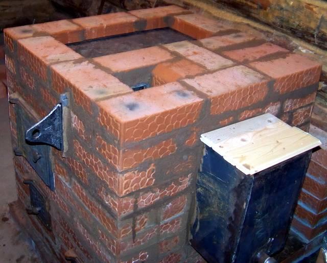 Кирпичная печь для бани с баком