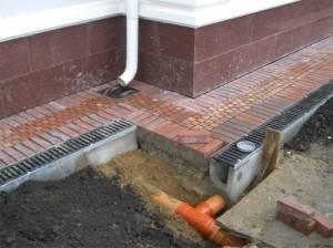 Установка дождеприемника для ливневой канализации