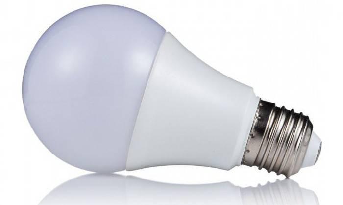 Почему при выключении света светодиодные лампочки горят