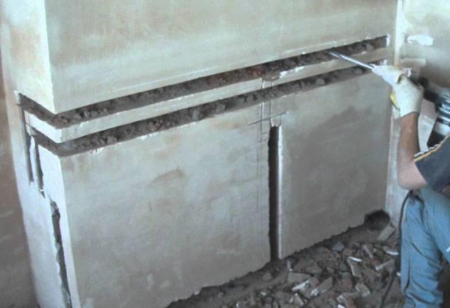 Крепеж трубы к стене