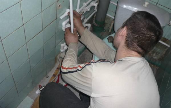 Скоба для крепления трубы к стене