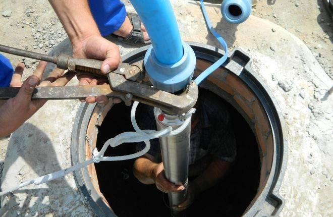Устройство глубинного насоса для скважины