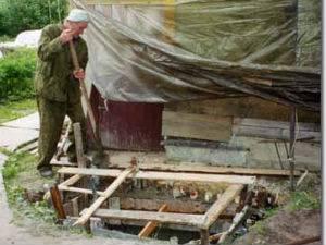 Как самому построить дачный туалет