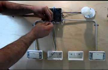 Схема проходного переключателя с трех мест