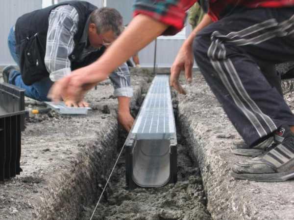 Дренажный лоток бетонный