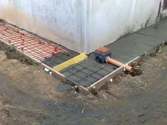 Отмостка вокруг дома своими руками из бетона