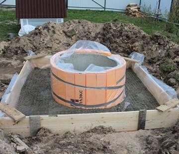 Чем утеплить колодец из бетонных колец