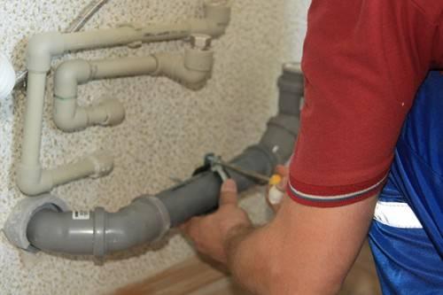 Сборка канализации из пластиковых труб