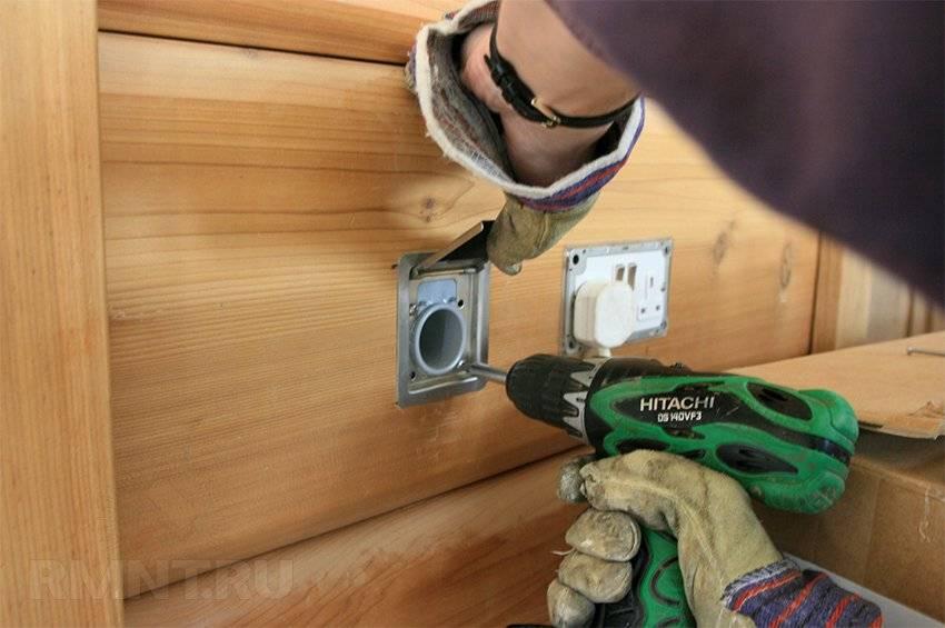 Открытая электропроводка в деревянном доме