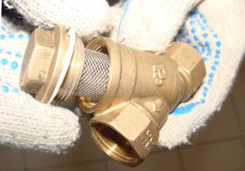 Как поменять водяной фильтр