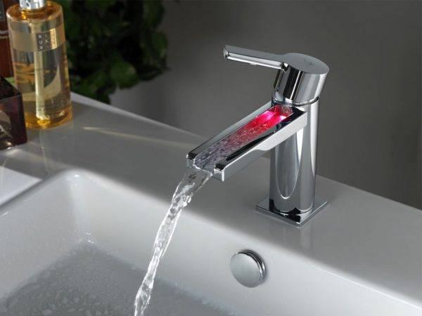 Поменять кран в ванной
