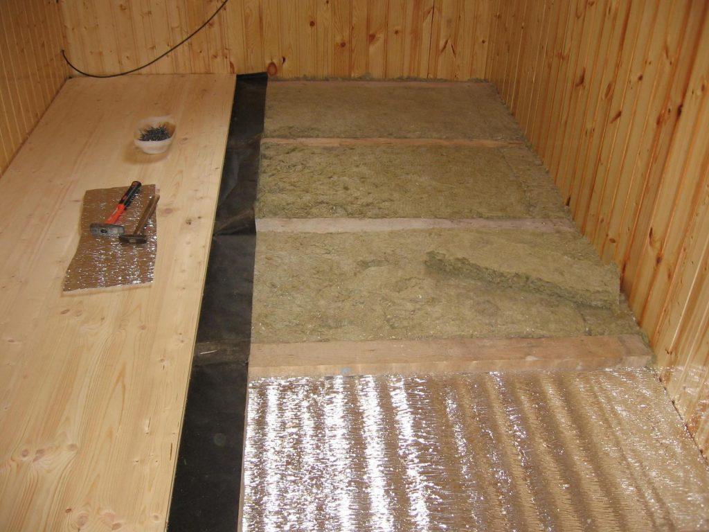Фольгированный утеплитель для потолка